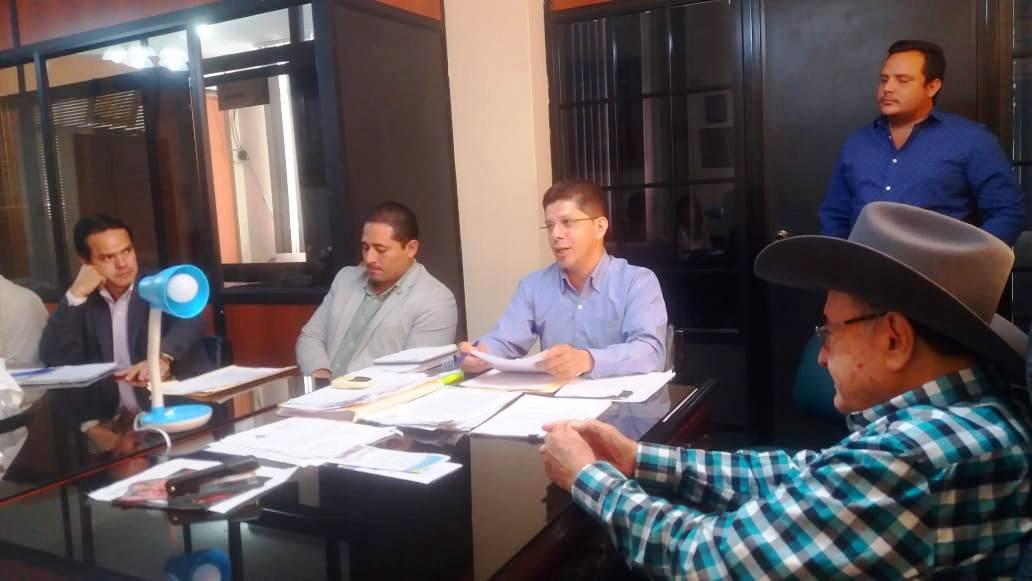 Alcalde de Santa Ana coordina acciones con directivos de la CNEL – EP