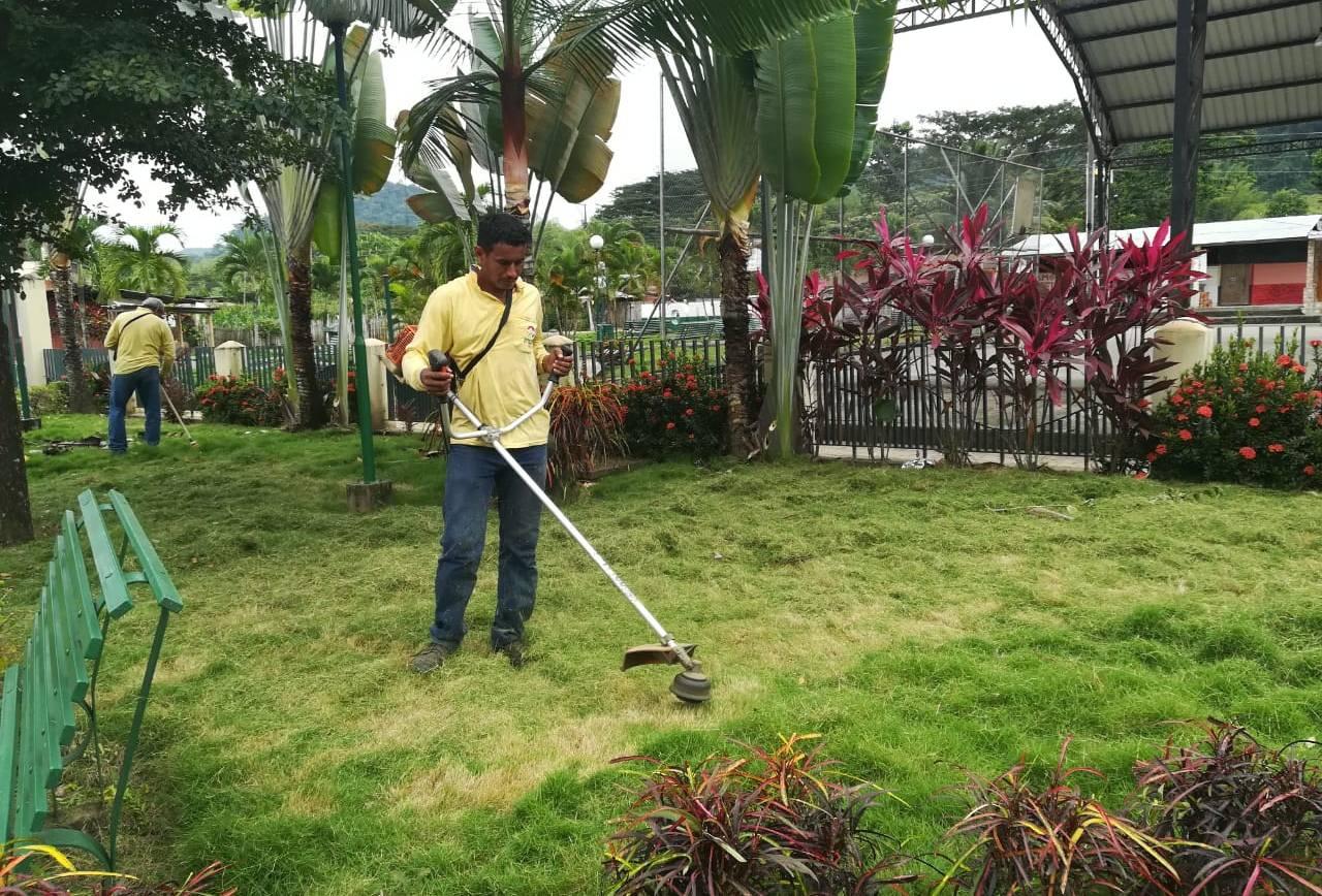 Campaña de limpieza urbanística llegó a la parroquia La Unión
