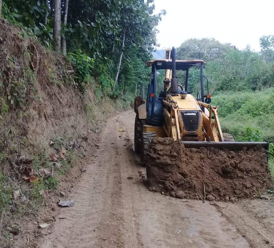GADM Santa Ana trabaja en el mantenimiento de la vialidad rural