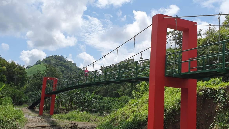 Más de 50 familias de La Lagua de Ayacucho se beneficiarán con un puente colgante que ejecutó el GAD Municipal de Santa Ana.