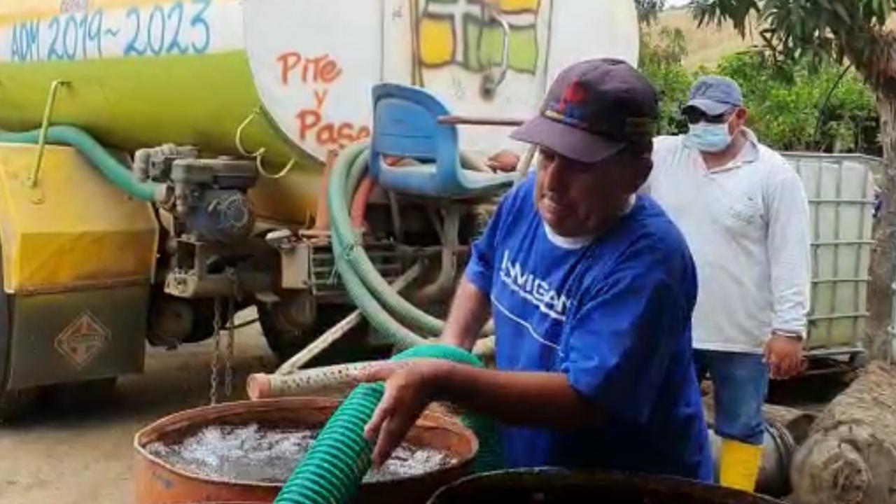 GAD Santa Ana abastece de agua  a las comunidades
