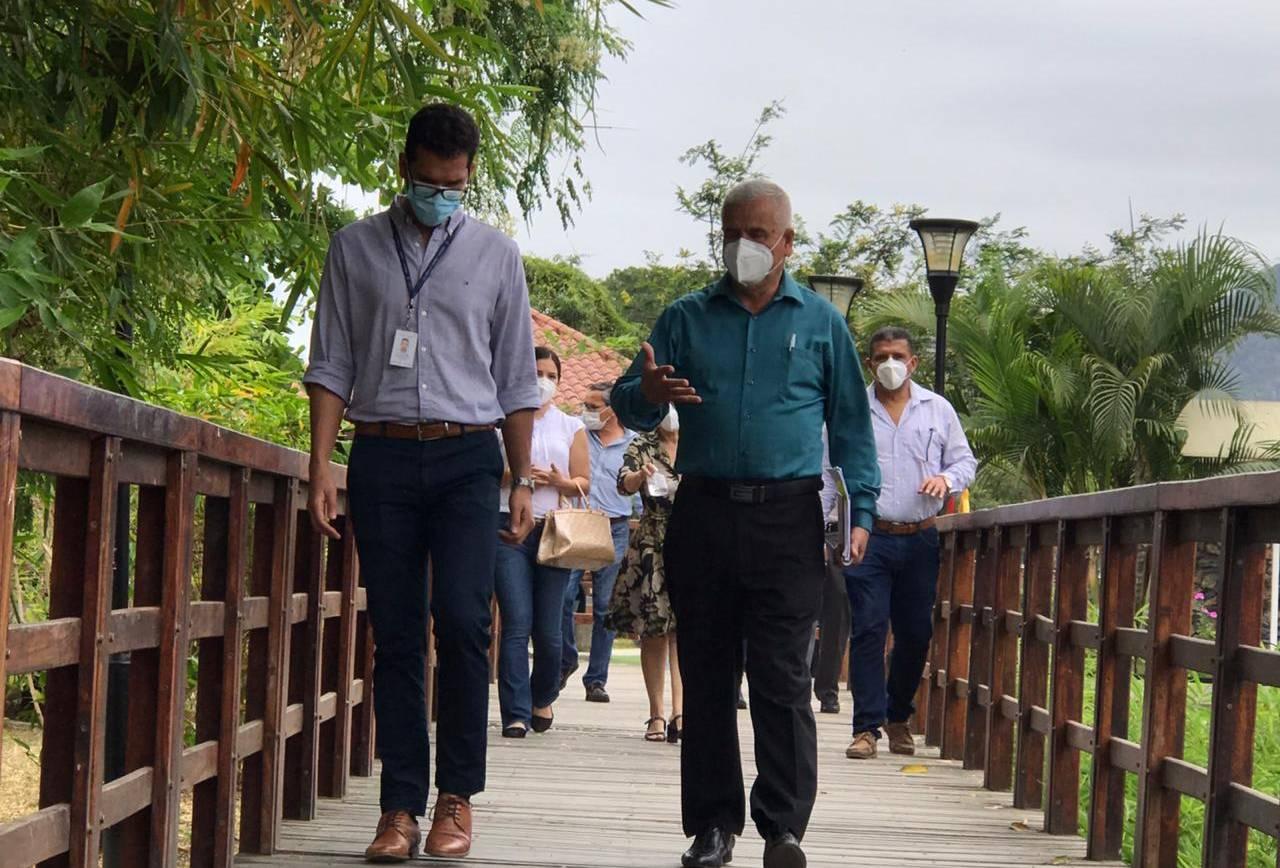 El GAD de Santa Ana y el MIDUVI socializan proyecto de áreas verdes y de inclusión.